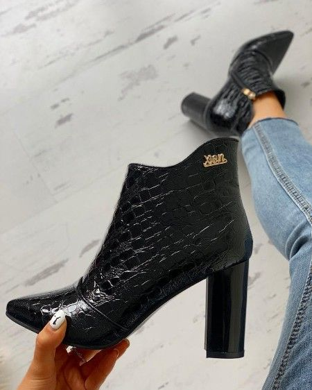 Pointed Toe Snakeskin Chunky Heeled Boots