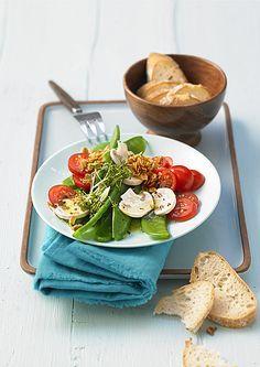 Zuckerschoten-Salat mit frischen Champignons und Kirschtomaten