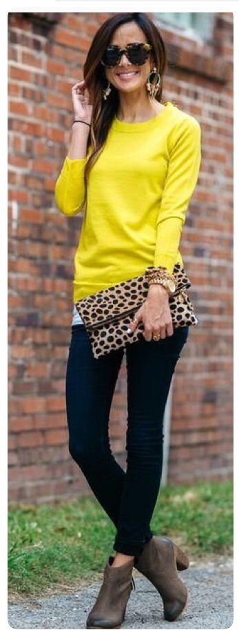 So cute! Yellow sweater with black skinny jeans and brown booties. Love that leopard clutch! Stitch fix fall winter fashion trends 2016