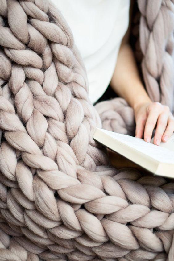 Chunky tricot fil doudou géant jeter wrap bras par WoolArtDesign Plus