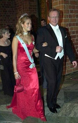 Princess Madeleine wore this tiara to the 2002 Nobel Prize Ceremony and Dinner.
