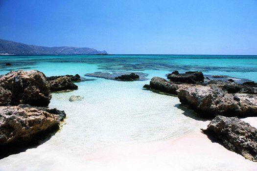 #Zee en wit #zandstrand op #Kreta in #Griekenland #reizen #travelbird #zonvakantie #strand #zee