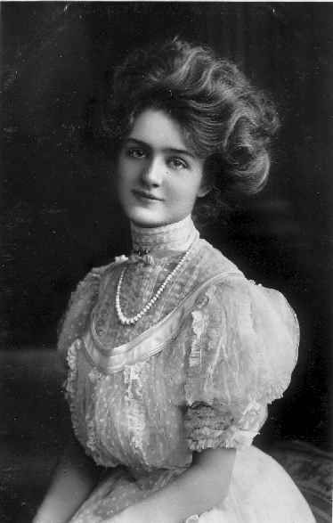 The classic Gibson girl. Is it any wonder that this look has lasted for hundreds of years as an ideal of feminine beauty?