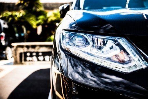 ヘッドライトの黄ばみ 除去する方法は 原因から防止策についても紹介 カーナリズム 車のヘッドライト 車 ヘッドライト