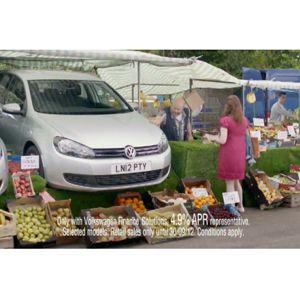 4 manzanas, 1 kg de cebollas, 1 kg de patatas y... ¿un Volkswagen Polo?