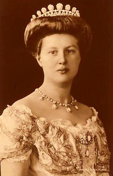 Viktoria Adelheid duchesse de Saxe-Cobourg et Gotha Née Princesse Viktoria Adelheid zu Schleswig-Holstein-Sonderburg-Glücksburg 1885-1970, épouse de Carl Eduard duc de Saxe-Cobourg et Gotha 1884 1954