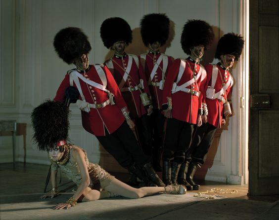 Malgosia Bela & five guardsmen, Glemham hall, Suffolk, Regno Unito, 2009