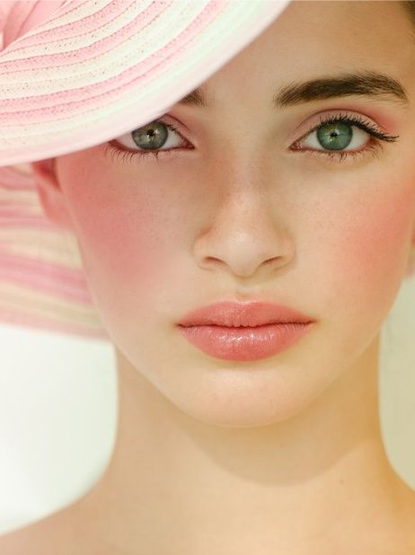 I love how the eye makeup, cheeks, and lips all work together so beautifully #beautecobox