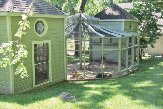 Awesome Chicken Coop and gazebo pen set up. Lots of beautiful inspirational photos on this property too. Tone on Tone: Visiting Bunny Williams + Giveaway!: