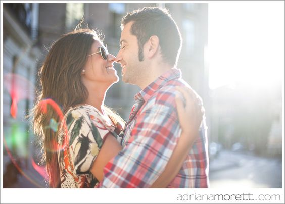 """Engagement session """"with flare"""" in Madrid by Adriana Morett"""