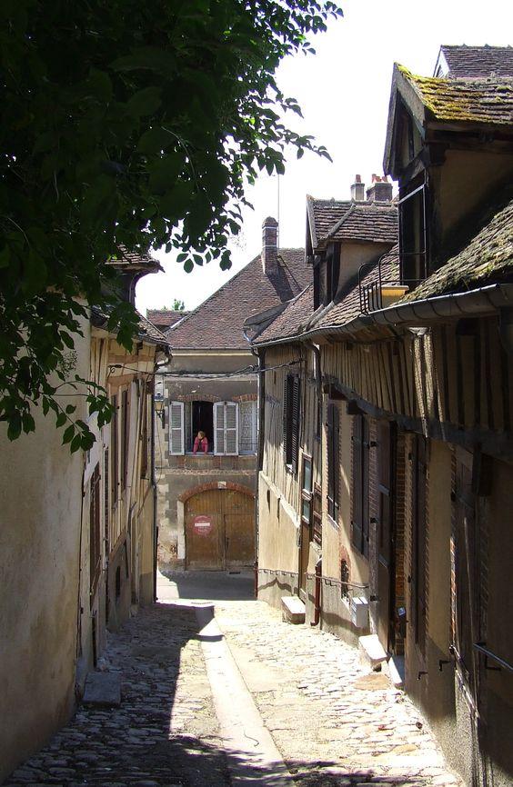 Old street of Joigny - Yonne #burgundy