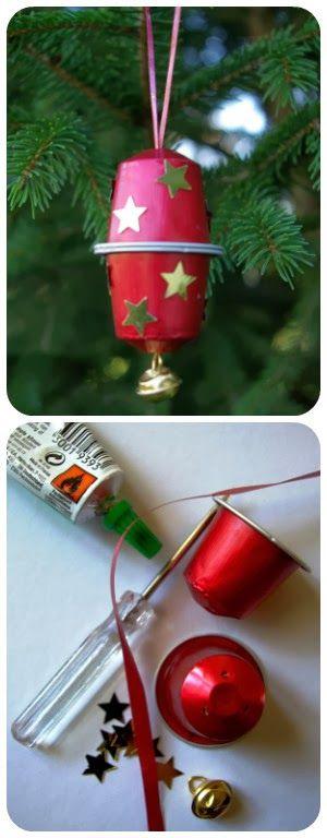 Les capsules… de Noël. What else?  Des décorations simples et jolies à faire avec les enfants