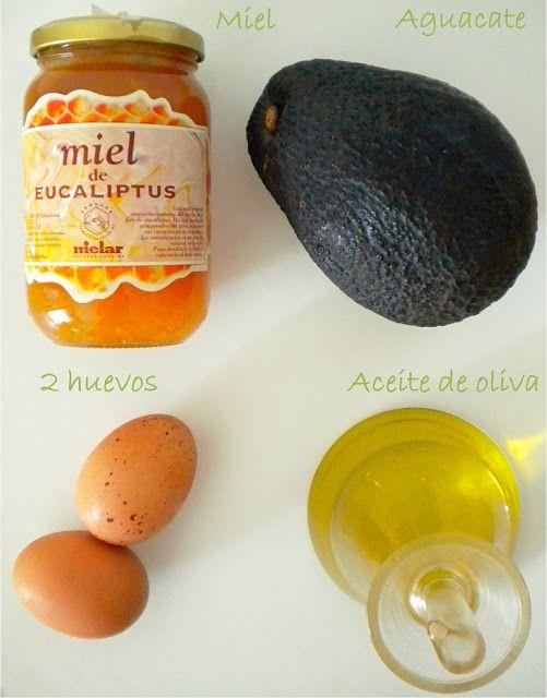Mascarilla natural para hidratar y devolver el brillo de nuestro cabello y piel.Instrucciones:  * PARA EL CABELLO: pela el aguacate y quita el hueso. Con ayuda de un tenedor tritúralo bien en un recipiente hasta que tenga una consistencia cremosa. Añade entonces dos claras de huevo y 3 cucharadas soperas de aceite de oliva. Úntate la mezcla en el pelo (sobre todo en las puntas), cúbrete la cabeza con una toalla durante 30-45 minutos y a la ducha. ¿Qué te parece el resultado?