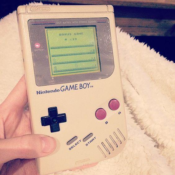 annate0103: Gute alte Zeiten  #nintendo #gameboy #altezeiten #90er #supermario #landeins #tetris #großartig #gameboy #microobbit
