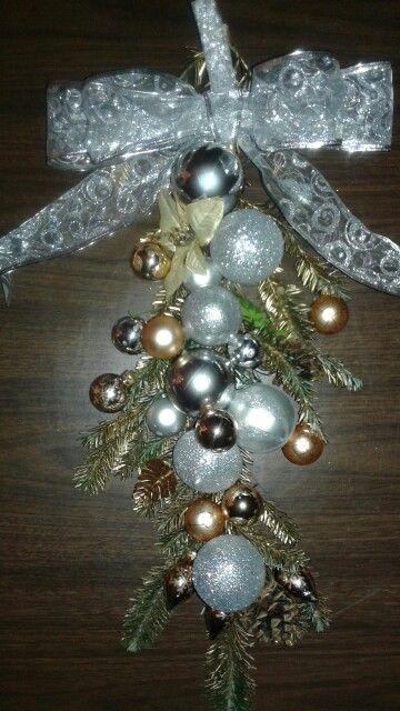 Adorno de esferas para la puerta de e su hogar esta for Adorno navidad puerta entrada