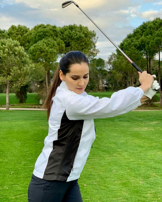 ASLIHN HATUN GULSIN ALI PLAYING GOLF