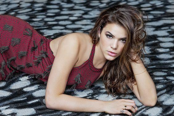 """Bruna Marquezine diz querer emagrecer 5kg: """"Entrei de férias e botei o pé na jaca"""""""