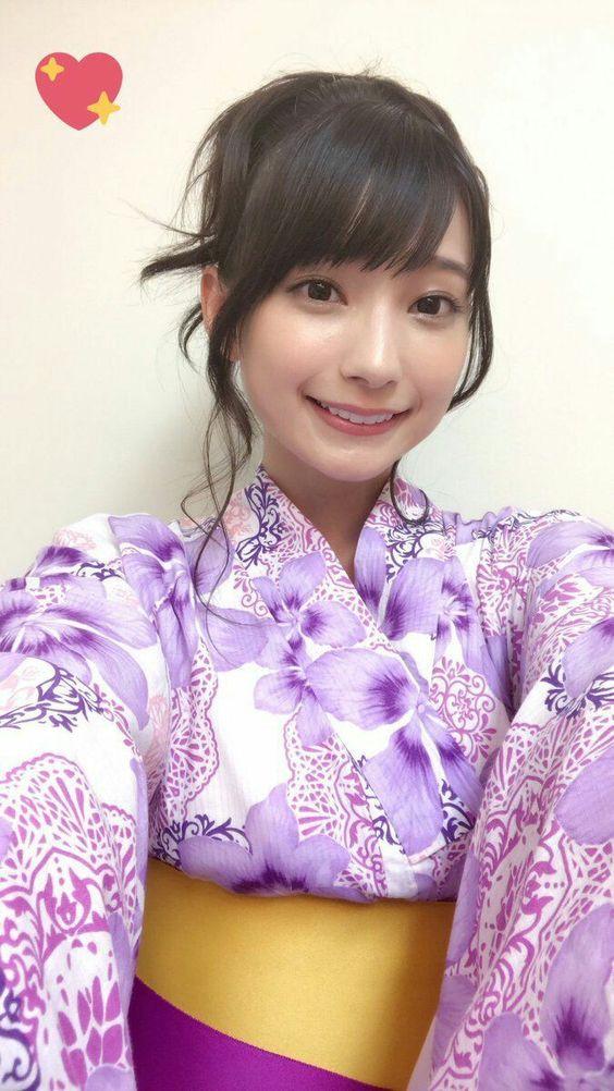 紫の浴衣の高野麻里佳さん