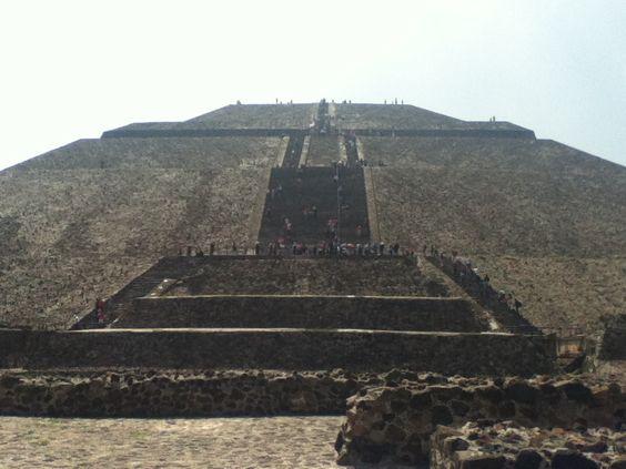 Pirámide del Sol, Teotihuacan, Estado de México, México.