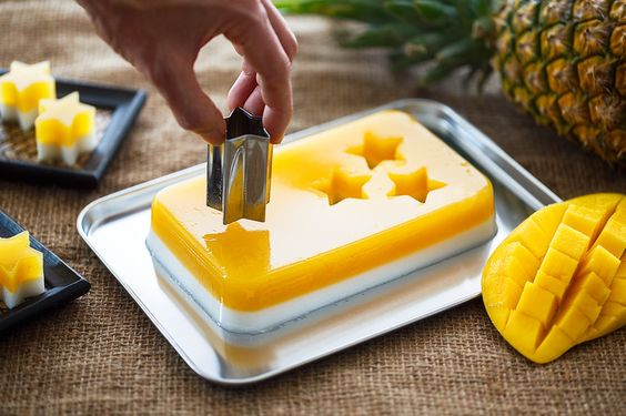 Mango and coconut agar-agar