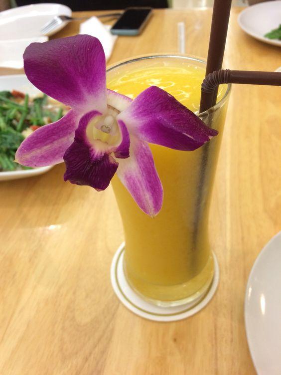 レムジャロン シーフード   マンゴージュース  http://s.navi.com/bangkok/food/412/  とにかく美味しい〜
