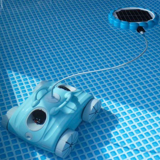 Eco-responsable, ce nettoyeur piscine possède une batterie rechargeable selon deux modes de fonctionnement : alimentation électrique ou panneau solaire ! Robot électrique CLEAN&GO. Deux modèles. Moteur de traction. Cartouche de filtration lavable. Panier à débris. Retrouvez tous nos produits sur piscine-clic.com
