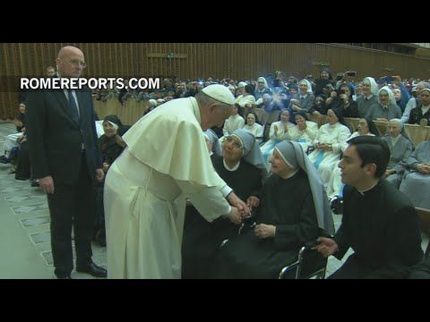 Pope to Religious: Your smile helps the hungry...even more so than bread