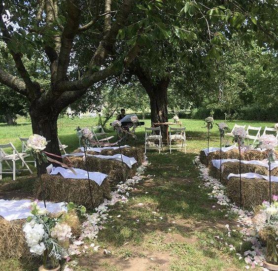 Wedding venue, Freie Trauung, Vintage Wedding, Strohballen, Natural Wedding, Outdoor wedding, Sommerliche Gut-Hochzeit bei Meißen mit viel Grün, einer modern aufgearbeiteten Scheune und ganz viel Herz.