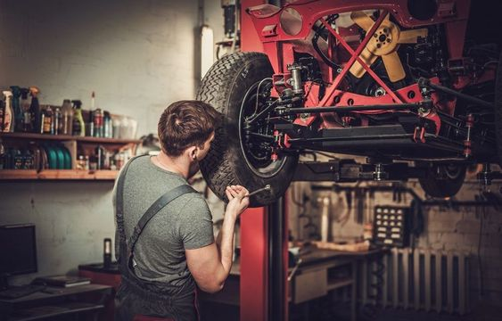 An Auto Electrician As An Upcoming Career Prospect