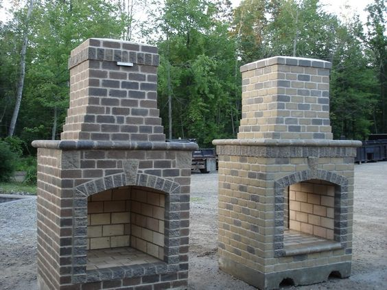 Building outdoor fireplace brick gardening backyards for Foyer exterieur en brique
