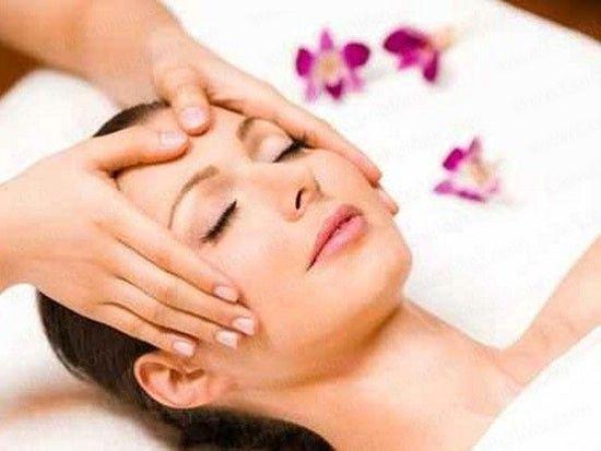 Massage mặt chống lão hóa cho vùng thái dương và da da trán