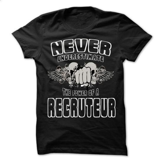 Never Underestimate The Power Of ... Recruteur - 999 Co - hoodie women #baseball tee #hoodie allen