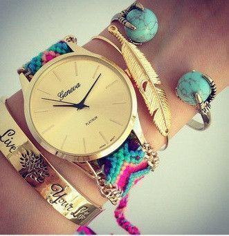Montre bracelet brésilien, la montre tendance été 2015. Superbe montre, unique en son genre avec son bracelet brésilien tendance!Cadran rond .Mouvement à trois aiguilles. Fermeture réglable.  Un jolie montre qui sublimera vos poignets en un clin d'oeil!!!  La montre parfaite pour cet été!  Emballage cadeau offert!