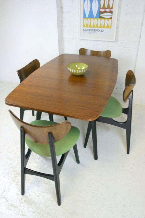 Retro eetkamer | groene stoelen - Makeover.nl