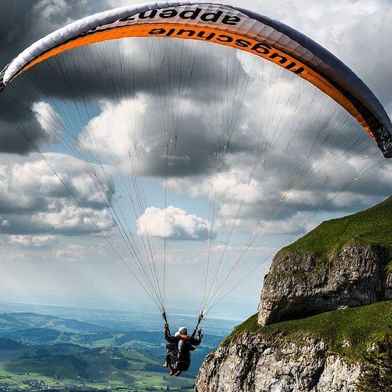 Tandem-Paragliding mit der Flugschule Appenzell am Hohen Kasten #swissspots #switzerland #alps #appenzell #flying