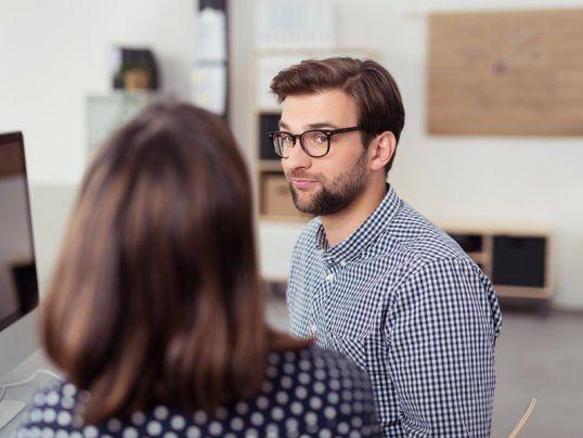 5 Fragen Die Ihr Stellen Solltet Wenn Es Im Vorstellungsgesprach Mal Nicht So Gut Lauft Vorstellungsgesprach Bewerbungsgesprach Gesprache