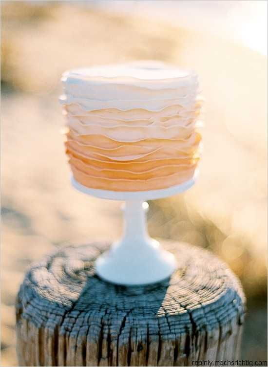 I'm so in need of a Peach Wedding Cake!!