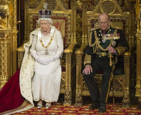 Mi marido y yo La reina Isabel II y el príncipe Felipe asistieron a la Ceremonia de apertura del Parlamento del Reino Unido en la Cámara de los Lores, en el palacio de Westminster (Londres, Inglaterra).