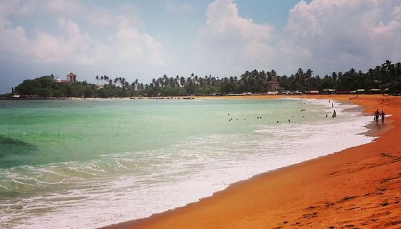 Enjoy the lovely beach at Unawatuna, located at the south coast of Sri Lanka. www.chitaltravels.nl