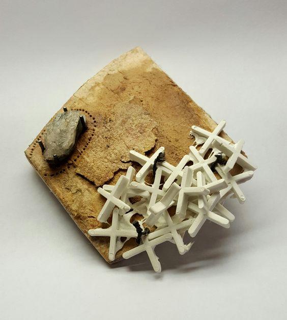 Silvia Serra. Brooch. Amb la pedra a la sabata. Silver, Iron, Platic, Acrylic Painting, Aluminum: