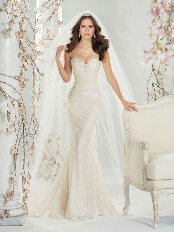 Love this form fitting wedding dress  Wedding ideas  Pinterest ...