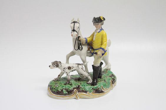 Original Nymphenburg Porzellan um 1900, Pressmarke und blaue Marke unter Glassur Modell 1065 Jagdgruppe bestehend aus Reiter, Pferd und Hund.minimale beschädigungen, Peitsche fehlt und ein kleines Stück an der Longe Höhe: 16 cm Breite:...