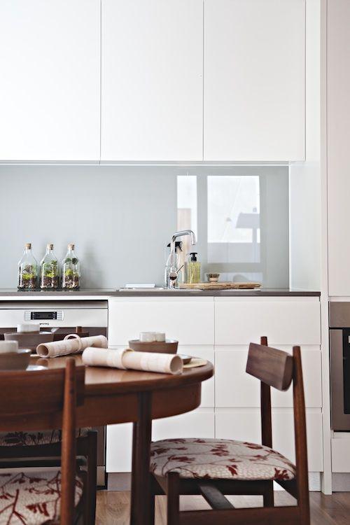 White kitchen, glass backsplash and walnut furniture | Design*Sponge