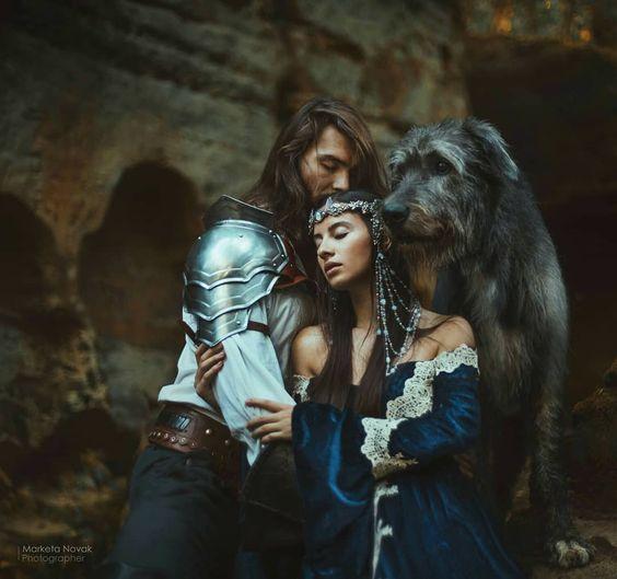 Beren a Luthien.... Tenhle příběh je dlouho má srdeční záležitost. Jedná se o nejkrásnější milostný příběh z Tolkienova světa. Můžete si všimnout pár narážek již během Pána prstenů, kde ho v lesních říších zpívají elfové. Dokonce Tolkien o něm sám říkal, že je inspirován příběhem jeho ženy, kterou nesmírně miloval. Na její náhrobek nechal vytesat jméno Luthien... Jedná se příběh o smrtelného muže, který se zamiluje do krásné elfské princezny, avšak rodina dívky s tím nesouhlasí a tak začíná dlou