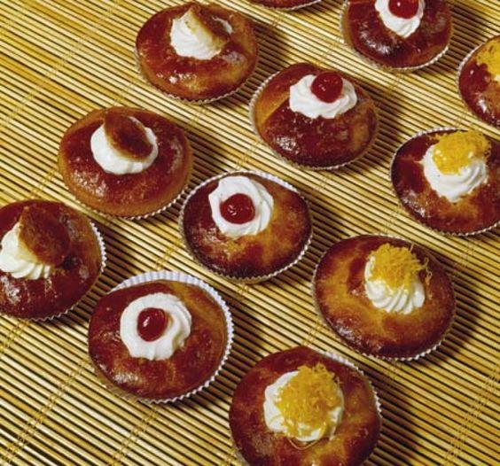 Receita de babás  Veja mais em http://www.comofazer.org/culinaria/receita-de-babas/