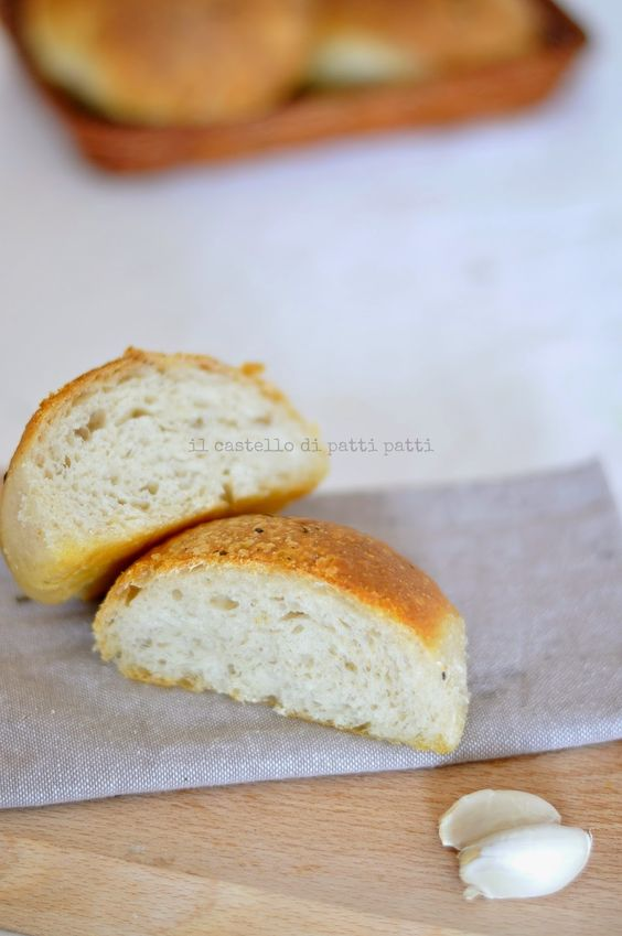 Il castello di Patti Patti: Panini all'aglio e basilico - Garlic and basil rolls