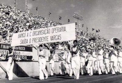 Um Coração Suburbano: Desfile das Escolas de Samba em São Januário