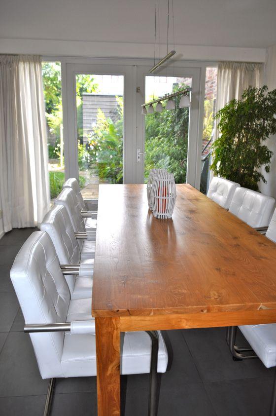 Mooie stoelen houten tafel en wit leren stoelen keukenstoelen pinterest stylisten - Tafel en stoelen dineren ...