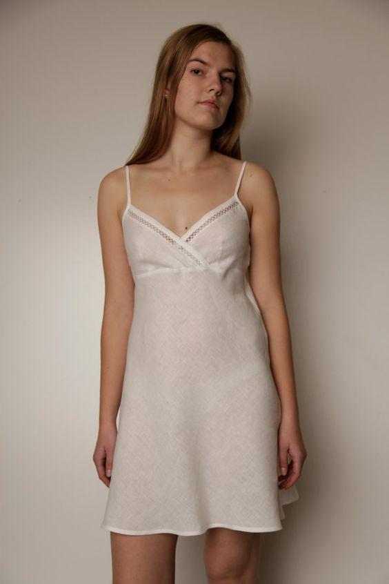Pur lin Short Night Gown/Slip lacé par LGlinen sur Etsy, $50.00