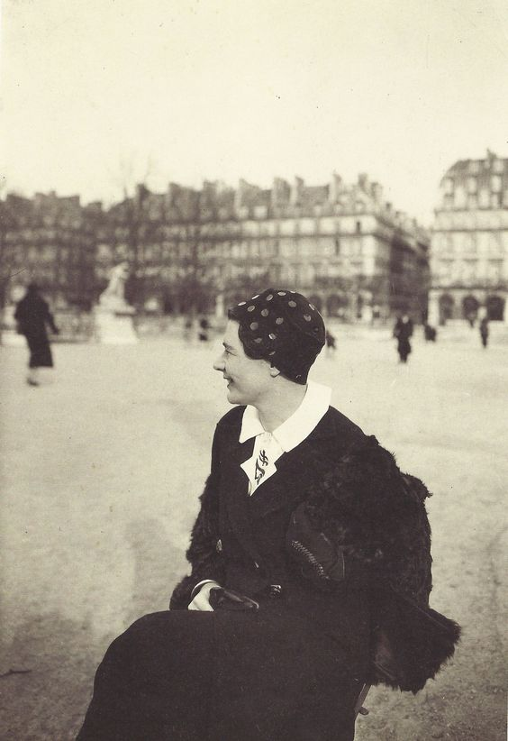 Albert Harlingue- Marguerite Yourcenar, Jardin des Tuileries, Paris, février 1937: